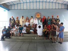 Escenificación del Vía Crucis en el colegio.