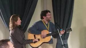 """Guillermo enseñando la canción """"Estamos por tí"""""""